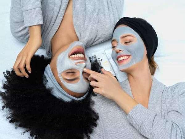 Masca pentru fata Epoch Yin and Yang, este o mască hrănitoare și detoxifiantă, inspirată de ritualurile chinezești.